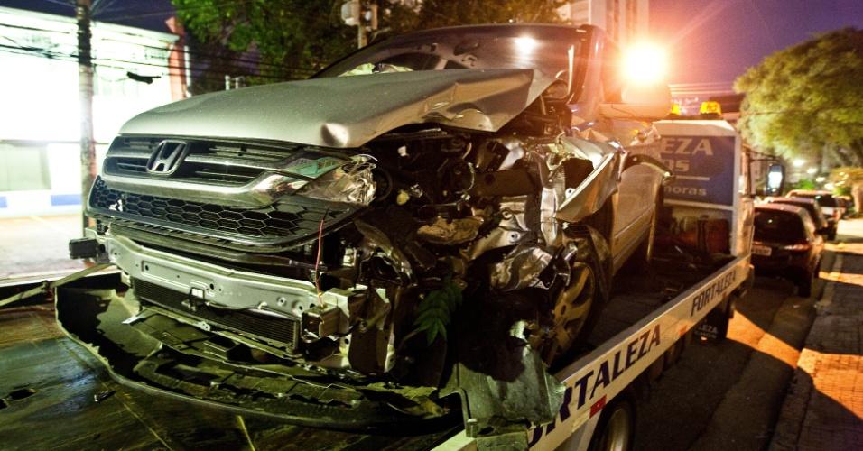 04.mai.2012 - Bando rouba e bate carro usado em sequestro relâmpago no Ipiranga, na zona sul de São Paulo. A motorista pulou do carro em movimento para poder fugir dos bandidos, que estavam armados