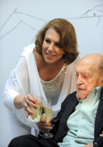 4.mai.2012 - Aniversário de 104 anos de Niemeyer, no Rio de Janeiro