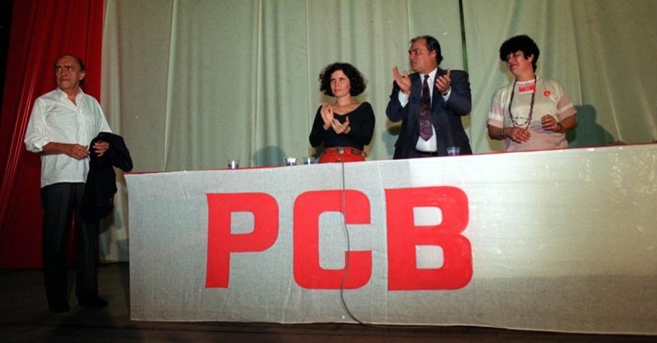 4;mai.2012 - Niemeyer participa do 9º Congresso do Partido Comunista Brasileiro (PCB), na Universidade Federal do Rio de Janeiro (UFRJ), em 1991