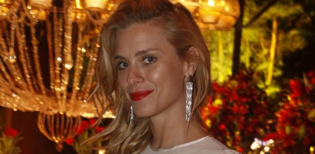 "Carolina Dieckmann na festa de encerramento da novela ""Fina Estampa"" (17/3/12)"