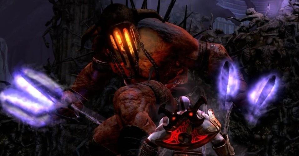 Depois de Posídon, outro irmão de Zeus, Hades, vem enfrentar Kratos. O soberano dos reinos subterrâneos tenta até arrancar a alma do espartano, mas, no fim, é vencido pelo espartano