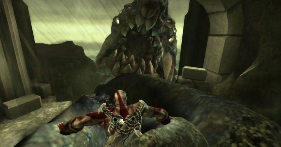 """Em """"God of War: Ghost of Sparta"""" (PSP,2010), Kratos decide explorar seu passado, contra a vontade de Atena. Para isso, segue para o templo de Poseidon, mas, no meio do caminho, é atacado pelo monstro Cila"""