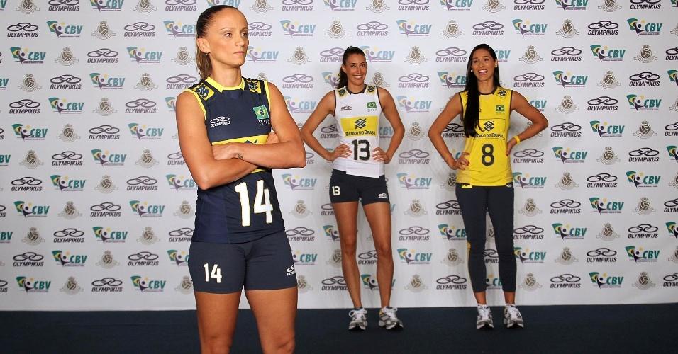 """Fabi faz """"cara de mau"""" ao apresentar o novo uniforme da seleção brasileira"""