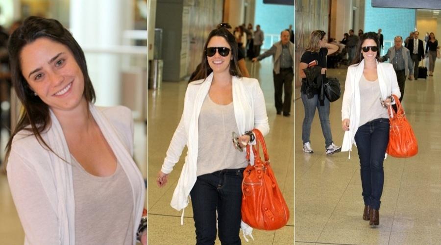Fernanda Vasconcellos circula pelo aeroporto Santos Dumont, centro do Rio (4/5/12)
