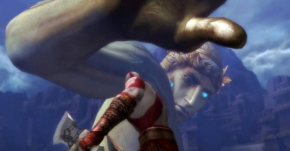 Mesmo sem seus poderes, Kratos enfrenta e derrota o Colosso de Rodes, entrando em seu corpo e destruindo-o por dentro