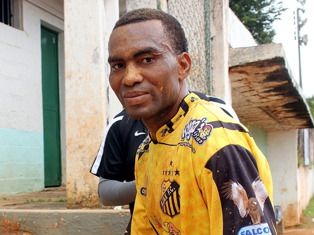 Nigeriano Frederick Odebe, que defende o Ajax da Vila Rica na Copa Kaiser