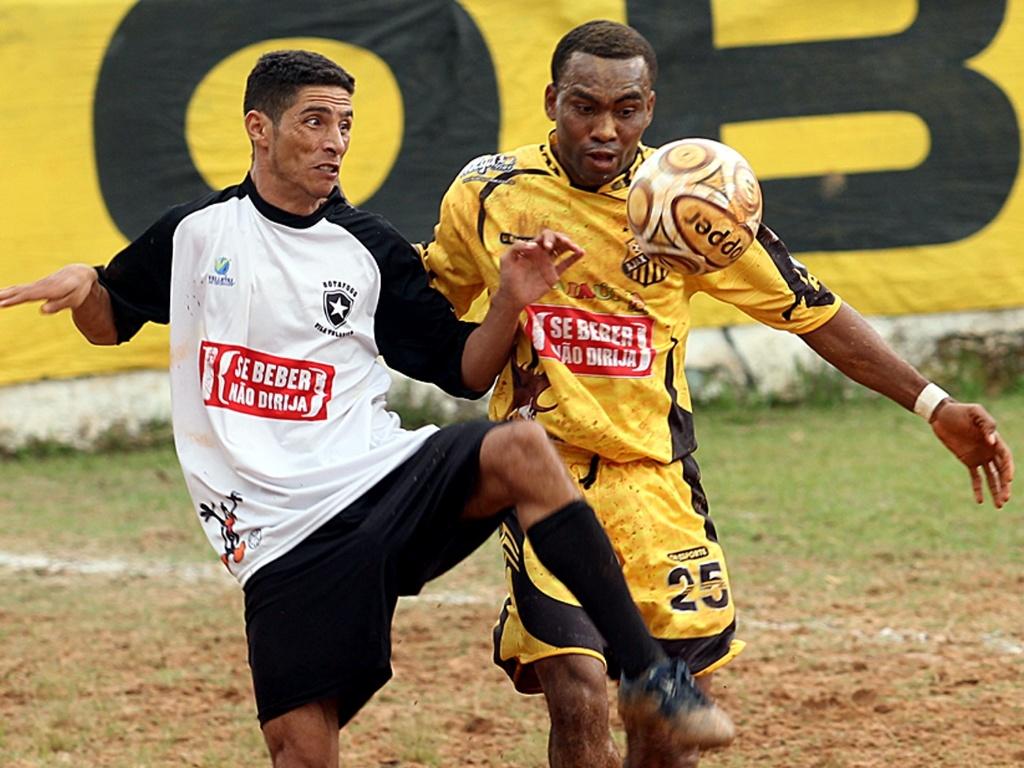 Nigeriano Odebe em lance de Ajax (Vila Rica) 1 x 1 Botafogo (Vila Nhocuné)