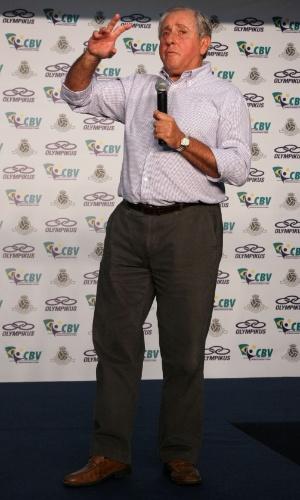 O presidente da CBV, Ary Graça, na apresentação dos novos uniformes das seleções brasileiras