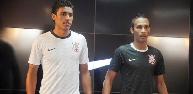 Paulinho e Liedson participaram do evento de lançamento do novo uniforme corintiano
