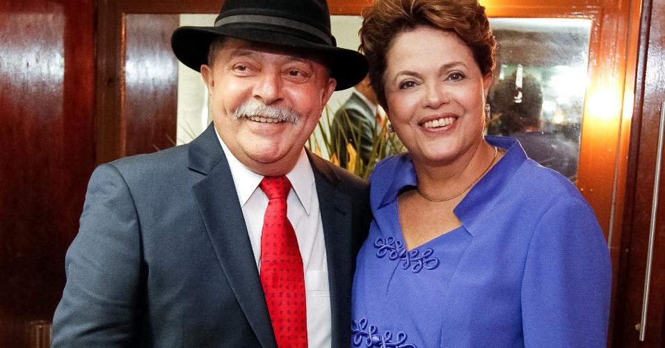 04.mai.2012 - Presidente Dilma Rousseff participa da cerimônia de outorga de título de Doutor Honoris Causa das universidades públicas fluminenses ao ex-presidente Luiz Inácio Lula da Silva, no Rio de Janeiro
