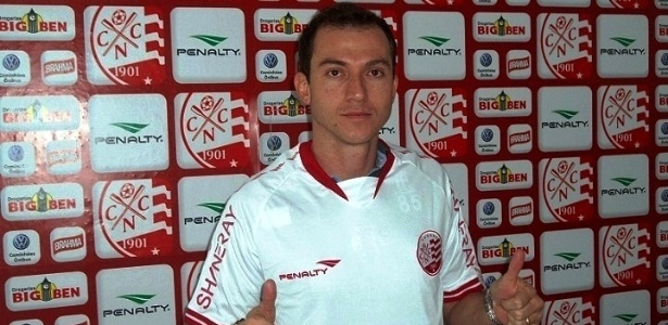 Volante Martinez é apresentado como jogador do Náutico