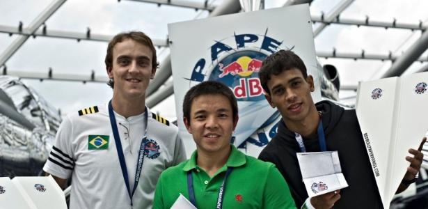 Brasileiros competiram em campeonato de aviõezinhos de papel