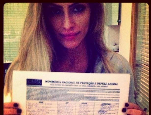 Cleo Pires postou no Twitter uma foto com um abaixo-assinado em defesa dos animais (5/5/12)