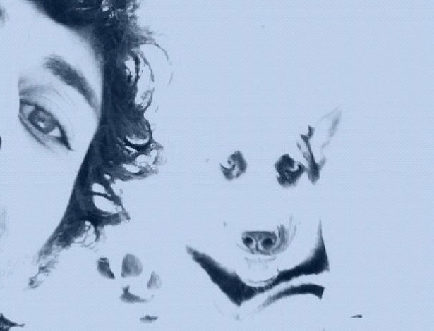 Jesus Luz posta foto no Twitter com sua cadelinha, Pandora, (4/5/12)