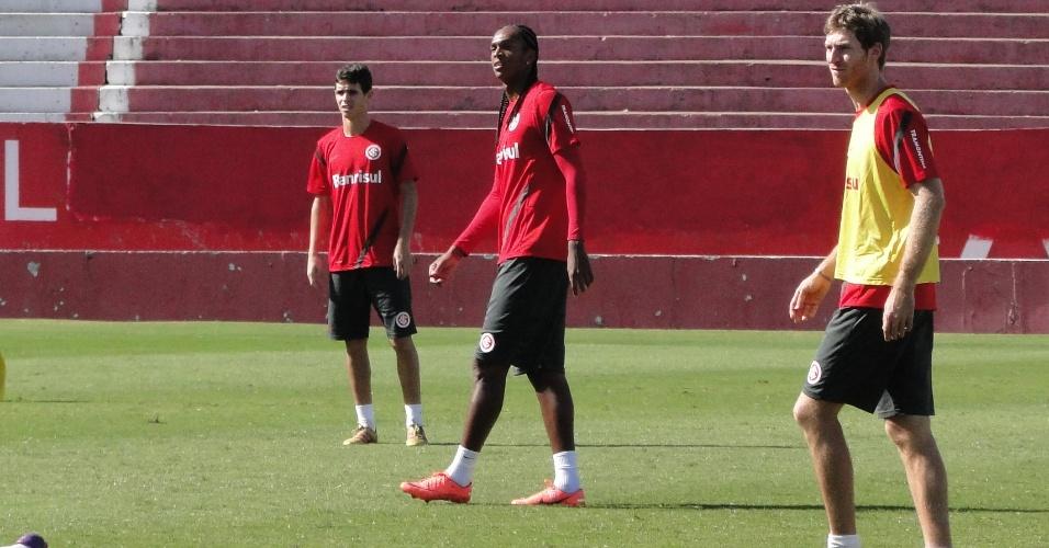 Oscar e Jô treinaram na manhã deste sábado no estádio Beira-Rio no último trabalho antes da final contra o Caxias (05/05/2012)