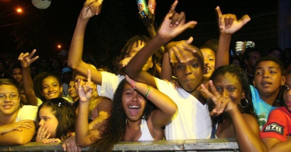 Público curte show de MV Bill no Palco Bangu do Viradão Carioca (4/5/2012)