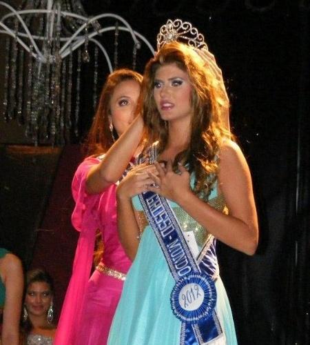 6.mai.2012 - Ângela Trampush, de Tangará do Norte, recebe a coroa de Miss Mundo Mato Grosso 2013