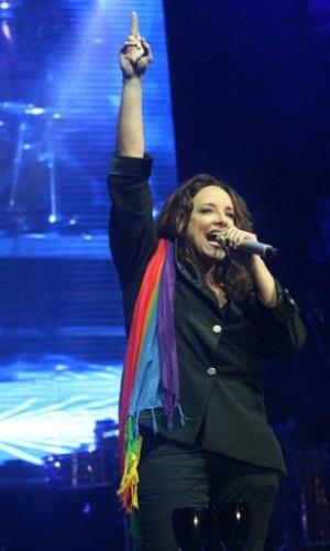 Ana Carolina ganhou bandeira com o símbolo do arco-íris, símbolo do movimento gay, durante show no Viradão Carioca, no Palco Quinta da Boa Vista (6/5/2012)