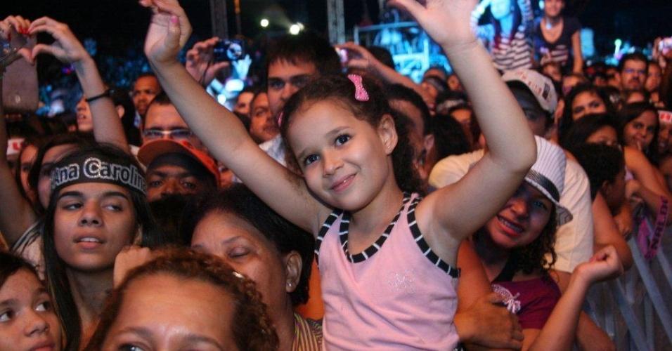 Fãs assistem a apresentação de Fiuk no Viradão Carioca, no Palco Quinta da Boa Vista (6/5/2012)