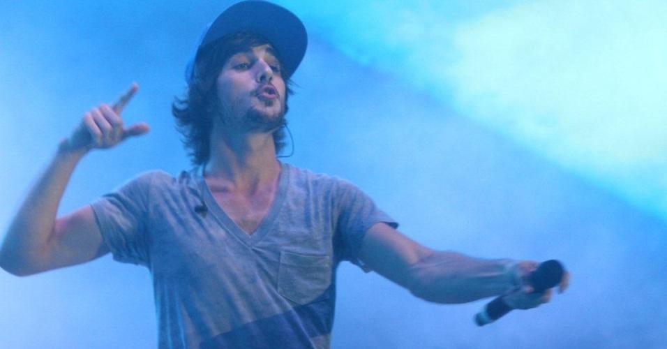 """Fiuk apresenta músicas como """"Quero Toda A Noite"""" e o cover de Lulu Santos, """"Assim Caminha a Humanidade"""" durante show no Palco Quinta da Boa Vista do Viradão Carioca (6/5/2012)"""