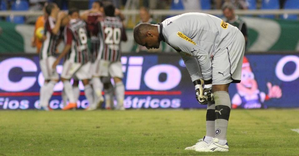 Jefferson, goleiro do Botafogo, lamenta após levar o quarto gol do Fluminense