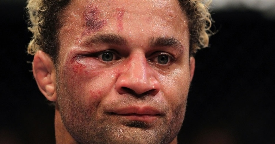 Johny Hendricks deixou o rival Josh Koscheck 