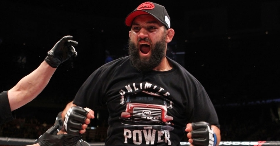 Johny Hendricks festeja aps vencer por pontos Josh Koscheck no UFC on FOX 3