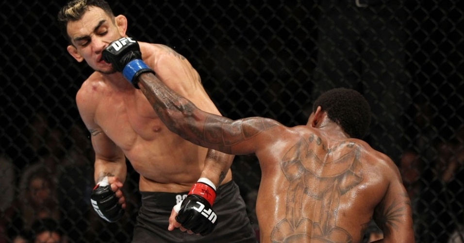 Michael Johnson golpeia Tony Ferguson e vence no UFC on FOX 3
