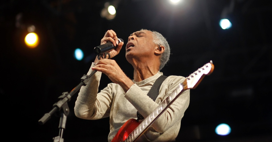 O cantor Gilberto Gil encerra a Virada Cultural com apresenta&#231;&#227;o no palco J&#250;lio Prestes, decicado a m&#250;sica negra &#40;6/5/12&#41;