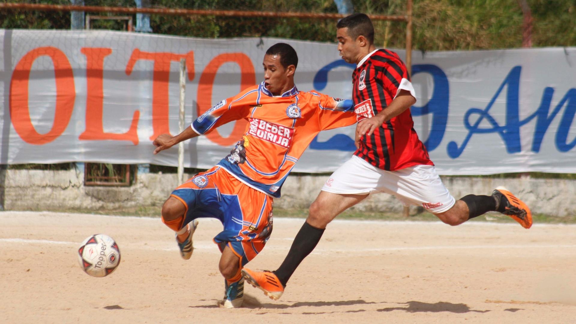 O Raízes (vermelho) venceu o Lapenna (laranja) por 2 a 0