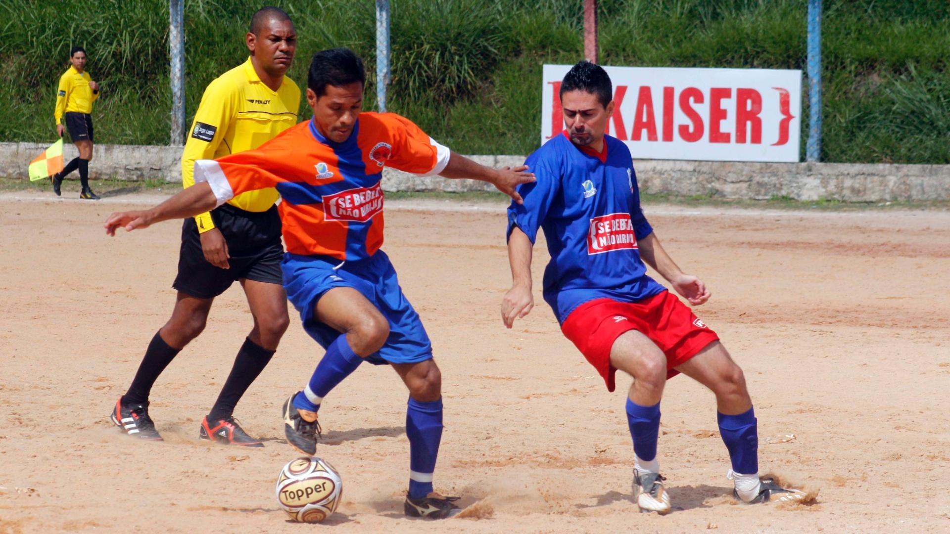 Tabajara (laranja) e Americano (azul) fizeram jogo duro