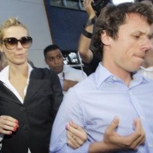 Carolina Dieckmann deixa delegacia de polícia no Rio (7/5/12)