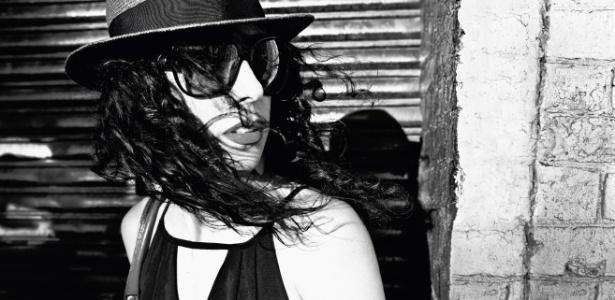 Foto de divulgação do disco O Que Você Quer Saber de Verdade, de Marisa Monte