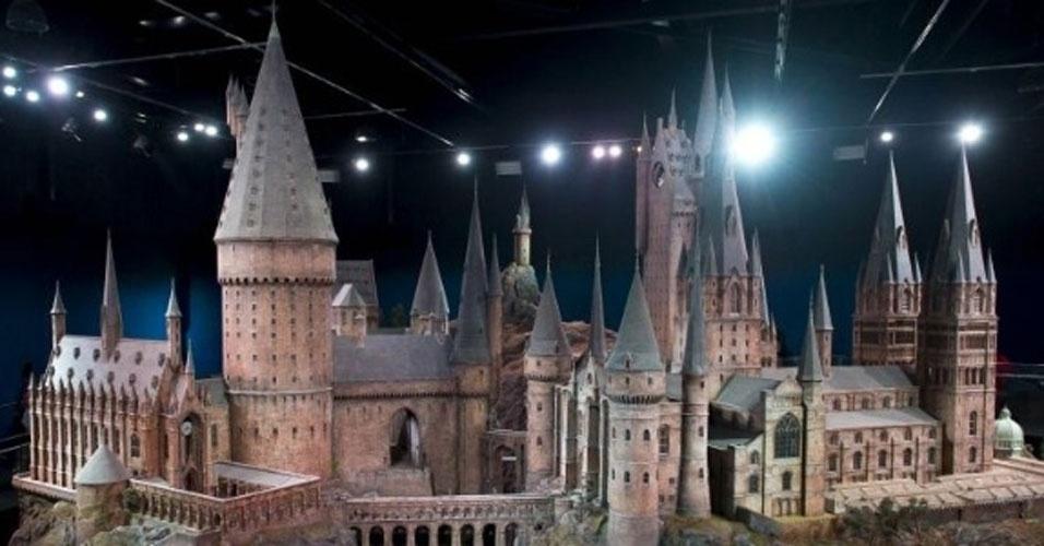 Hogwarts era a escola onde o bruxinho Harry Potter estudava