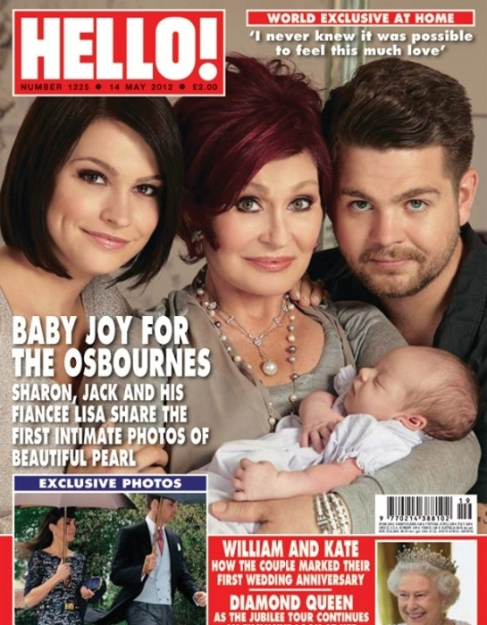 Jack Osbourne apresentou a filha Pearl, de um m&#234;s, para o p&#250;blico. O filho do m&#250;sico Ozzy Osbourne posou para revista &#34;Hello&#34; ao lado da mulher Lisa Stelly (esq.) e da m&#227;e, Sharon Osbourne, e da filha. Jack contou que se assustou quando soube que seria pai, mas que hoje &#233; uma das melhores coisas de sua vida (maio/2012)