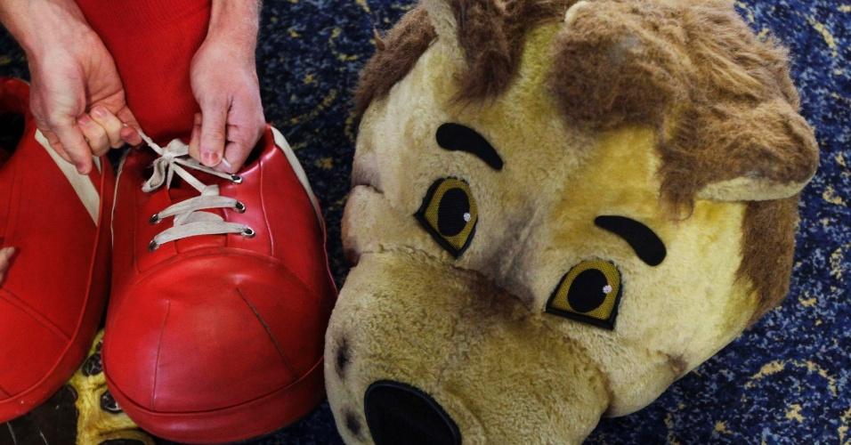 Mascotes se reúnem para tradicional corrida beneficente na Inglaterra