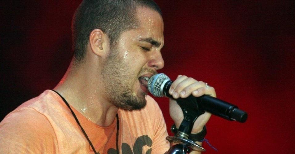 O cantor Levi Lima, da banda Jammil e uma Noites, em show no Viradão Carioca. A banda foi a última a se apresentar no palco Quinta da Boa Vista, depois de Gusttavo Lima (6/5/12)