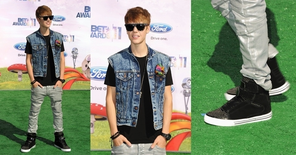 O ponto focal dos looks do cantor canadense Justin Bieber so os ps. Em todas suas aparies, ele usa um tnis chamativo de cano alto, como para ir ao BET Awards, quando usou tnis preto com tachinhas, camiseta preta bsica, cala cinza levemente metalizada e colete jeans. Diferente da maioria dos homens, ele abusa dos acessrios e usa, no mesmo look, culos, relgio, pulseira e at um lencinho colorido no bolso do colete (26/6/2011)