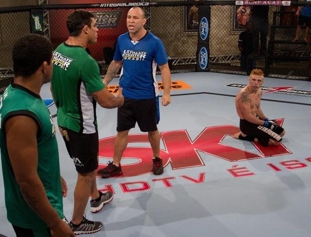 Vitor Belfort e Wanderlei Silva discutem após vitória de Rony Jason; lutador enfrentou o amigo Gasparzinho, o que gerou discussão na casa do TUF