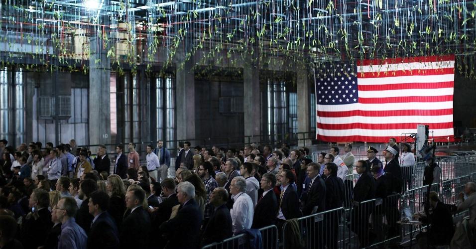 8.mai.2012 - Plateia ouve discurso do presidente dos Estados Unidos, Barack Obama, na Universidade de Albany, Nova York