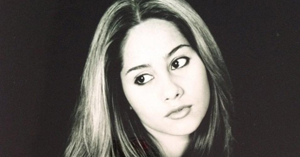 """A ex-bbb Mayra Cardi publicou uma foto de quando tinha 11 anos em seu perfil no Twitter. """"Meu Deus olha eu com 11 anos! Cara de anjinha"""", comentou (8/5/12)"""