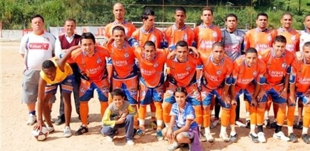 Equipe do Lapenna posou no campo do GE Americano