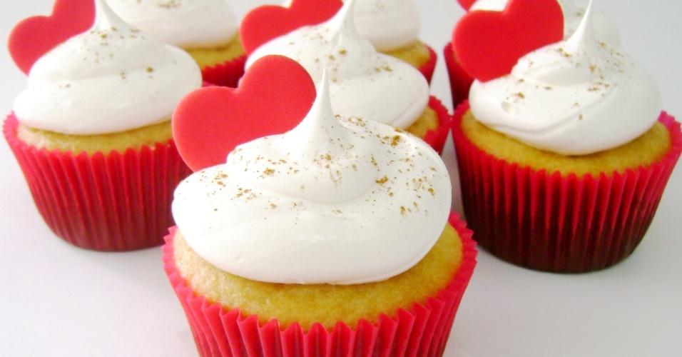 Cupcakes de coração da Divino Dolce (www.divinodolce.com.br), com recheio de brigadeiro e cobertos com marshmellow, a partir de R$ 7,50 a unidade. Tel.: (11) 3501-3306. Preço pesquisado em maio de 2012 e sujeito a alterações