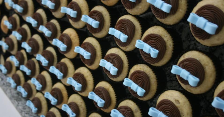 Os cupcakes da Divino Dolce (www.divinodolce.com.br) custam a partir de R$ 7,50, a unidade e estão disponíveis em diversos sabores. Os da foto são cobertos com ganache de chocolate belga, decorados com pasta americana e recheados com trufa. Tel.: (11) 3501-3306. Preço pesquisado em maio de 2012 e sujeito a alterações