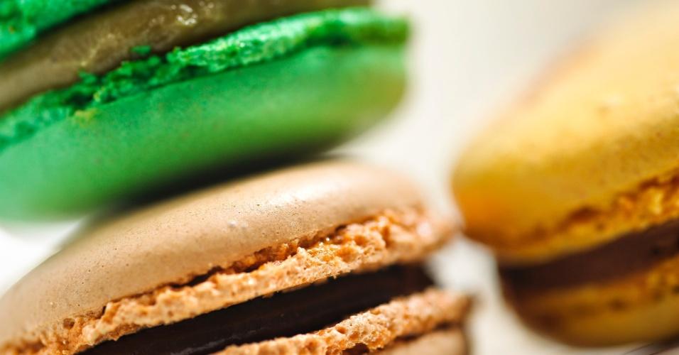 Os macarons da Pâtisserie Mara Mello (www.maramello.com.br) estão disponíveis nos tamanhos tradicionais e mini. Os doces da foto, de tamanho tradicional, custam R$ 3,10 a unidade. Tel.: (11) 3081-5229. Preço pesquisado em maio de 2012 e sujeito a alterações
