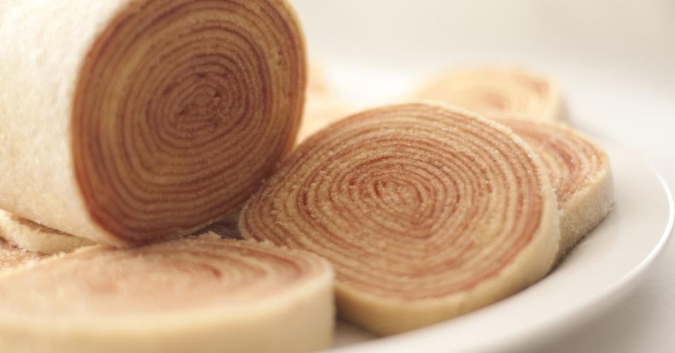 Bolo de rolo no tradicional sabor goiabada da Casa dos Frios (www.casadosfrios.com.br), de Recife (PE), custa R$ 32,90, o quilo. Tel.: (81) 2125-000. Preço pesquisado em maio de 2012 e sujeito a alterações