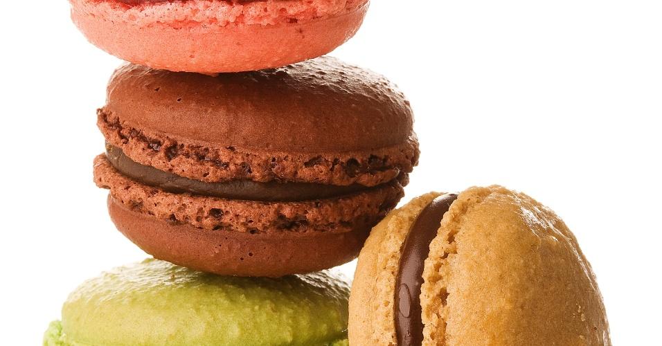 O Mister Cuca (www.mistercuca.com.br), em Londrina (PR), faz macarons nos sabores baunilha, café, chocolate, framboesa e pistache. O valor é de R$ 2 (a unidade) ou R$ 200 (cento). Tel.: (43) 3373-1000. Preço pesquisado em maio de 2012 e sujeito a alterações