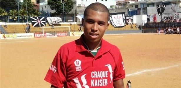 Jogador do AEC Guarani, de Jardim Peri, Rafael recebeu a camisa de Craque Kaiser