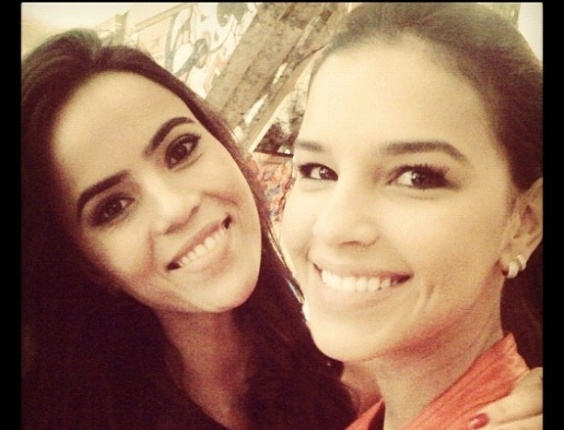 "Mariana Rios divulga foto com Brendha Haddad em Workshop de ""Salve Jorge"" (8/5/12)"