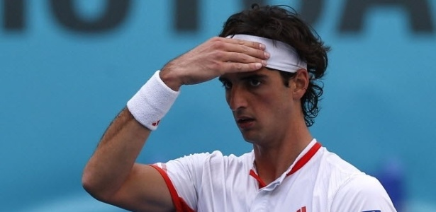 O brasileiro Thomaz Bellucci se lamenta aps jogada em partida que disputou e perdeu contra o francs Richard Gasquet 
